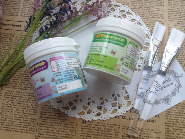 FREE SHIPPING - Decoupage Glue A & B Set enclosed with 2 paint brushes (Made in Taiwan)