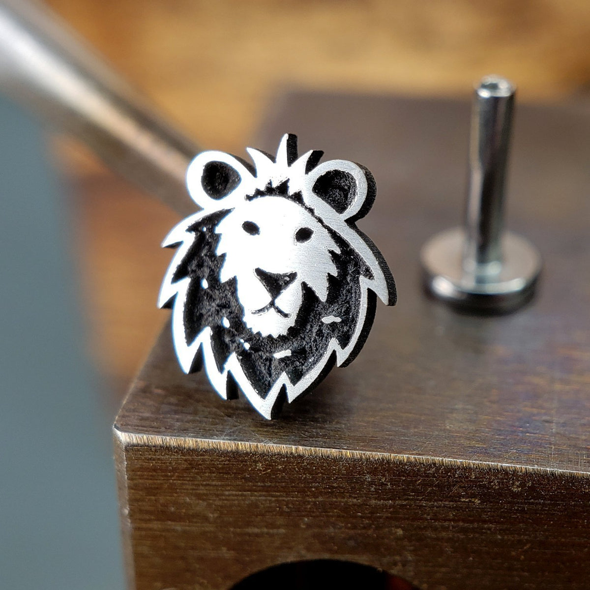 Metal Lotus Internally Threaded Labret Threaded Silver Lion with Steel Labret