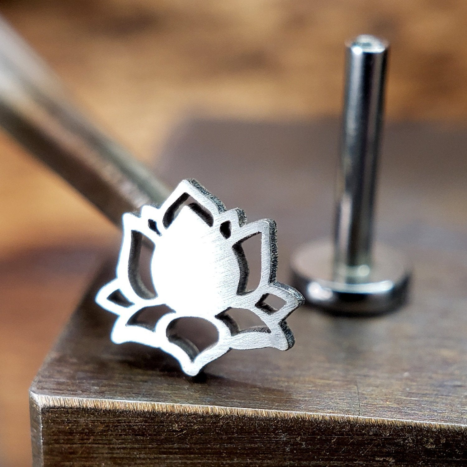 Metal Lotus Internally Threaded Labret Threaded Silver Lotus Flower with Steel Labret