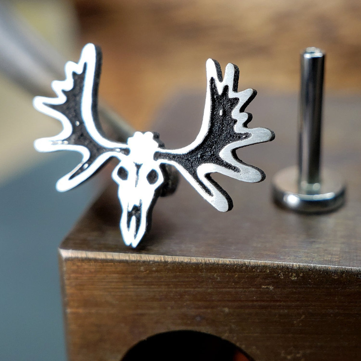 Metal Lotus Internally Threaded Labret Threaded Silver Moose Skull with Steel Labret