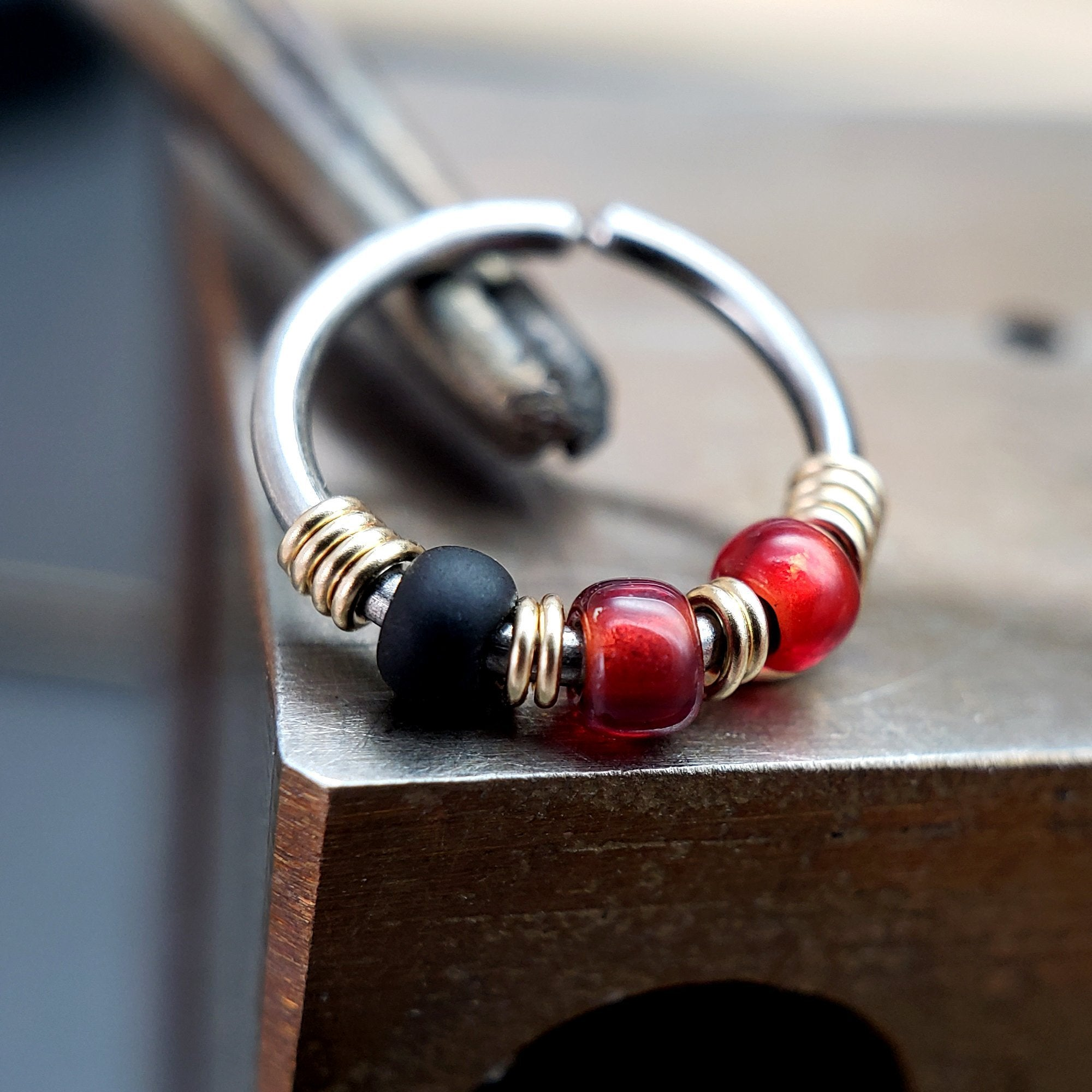 Retro - Red & Black Nose Ring Hoop - Metal Lotus
