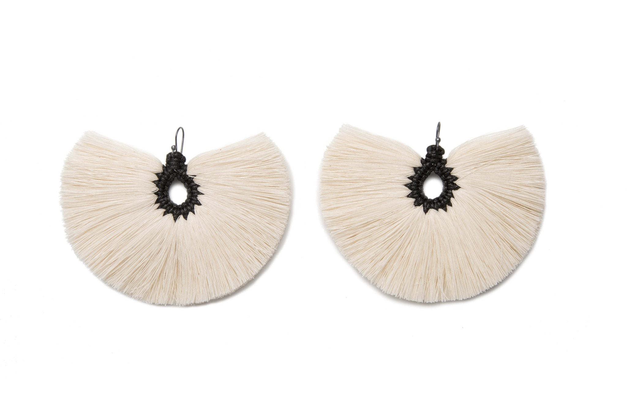 Penacho Earrings - Natural / Black