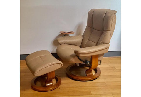 Mayfair Medium Recliner & Ottoman (Stressless by Ekornes) Paloma / Sand