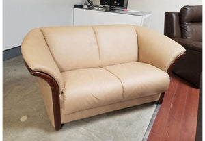 Manhattan Loveseat (Stressless by Ekornes) Paloma Sand Floor Model