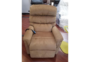 Montage 542 Medium Lift Chair Recliner (UltraComfort) Floor Model