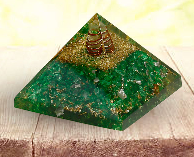 Semi precious Stone Decorative Green Carnelian Fengshui Pyramid