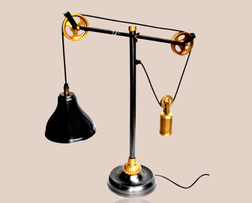 Spot focus pulley table lamp