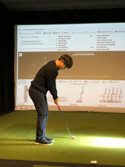 Beon Lee being fitted for his Evnroll Putter