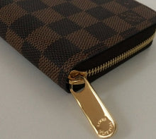 Load image into Gallery viewer, Louis Vuitton zippy wallet damier ebene