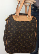 Load image into Gallery viewer, Louis Vuitton excursion bag