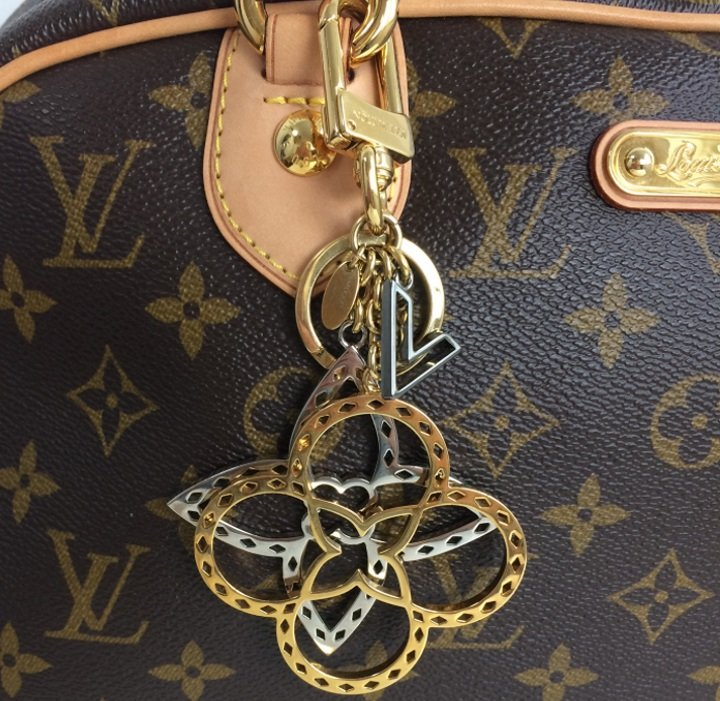 Louis Vuitton neo tapage charm/ key holder