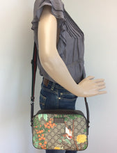 Load image into Gallery viewer, Gucci Tian GG large shoulder camera bag
