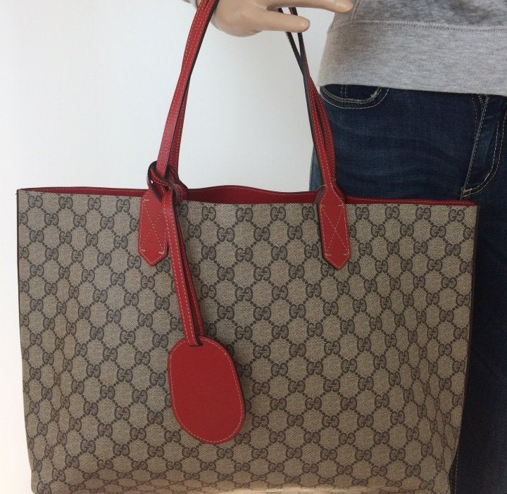 4cbc4a348 ... Load image into Gallery viewer, Gucci reversible GG medium tote ...