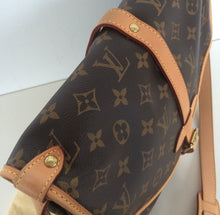 Load image into Gallery viewer, Louis Vuitton saumur MM