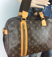 Load image into Gallery viewer, Louis Vuitton sac bosphore messenger unisex
