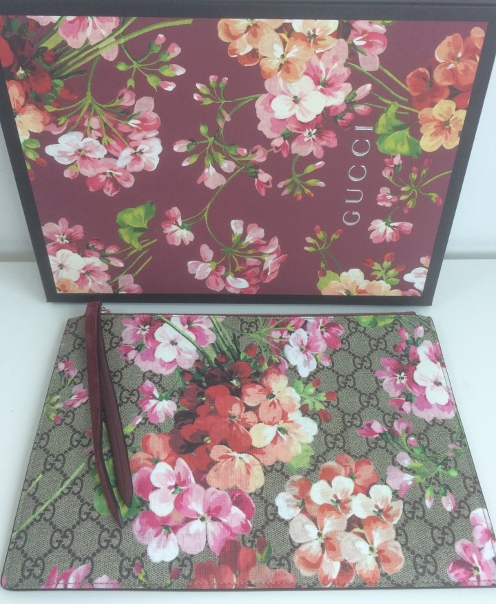 2c6149df1 ... Load image into Gallery viewer, Gucci GG blooms pouch ...