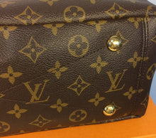 Load image into Gallery viewer, Louis Vuitton pallas