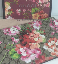 Load image into Gallery viewer, Gucci GG blooms pouch