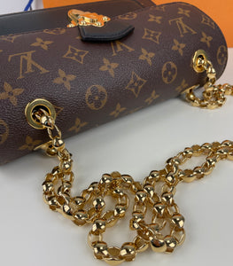 Louis Vuitton Victoire chain bag