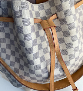 Louis Vuitton cannes epi leather cosmetic bucket