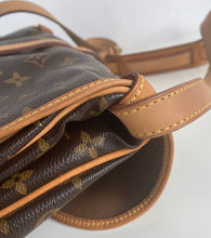 Load image into Gallery viewer, Louis Vuitton saumur 30 monogram messenger bag