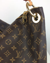 Load image into Gallery viewer, Louis Vuitton Berri MM