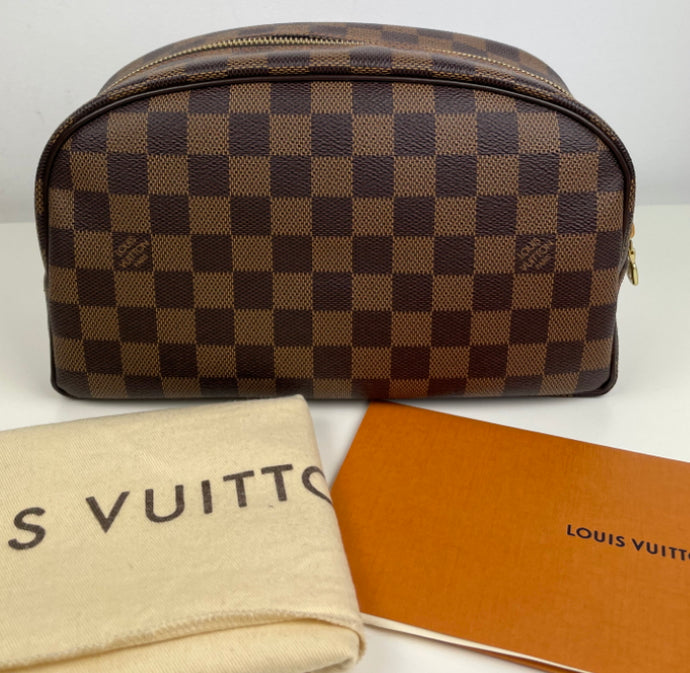 Louis Vuitton toiletry 25 in damier ebene