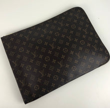 Load image into Gallery viewer, Louis Vuitton poche documents