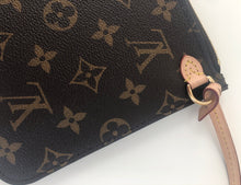 Load image into Gallery viewer, Louis Vuitton pochette monogram