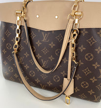 Load image into Gallery viewer, Louis Vuitton pallas chain shopper tote