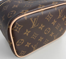 Load image into Gallery viewer, Louis Vuitton mini nice
