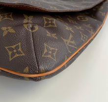 Load image into Gallery viewer, Louis Vuitton musette salsa GM