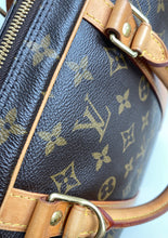 Load image into Gallery viewer, Louis Vuitton porte documents voyage