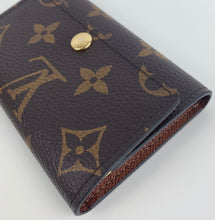 Load image into Gallery viewer, Louis vuitton 6 keyholder