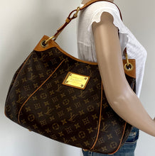 Load image into Gallery viewer, Louis Vuitton galliera pm