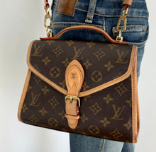 Load image into Gallery viewer, Louis Vuitton ivy in monogram