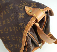 Load image into Gallery viewer, Louis Vuitton saumur 35 monogram messenger bag