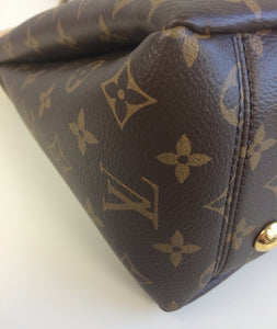 Louis Vuitton pallas chain shopper tote