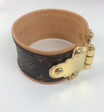 Load image into Gallery viewer, Louis Vuitton save it bracelet