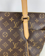 Load image into Gallery viewer, Louis Vuitton totally pm