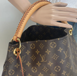 Louis Vuitton artsy MM