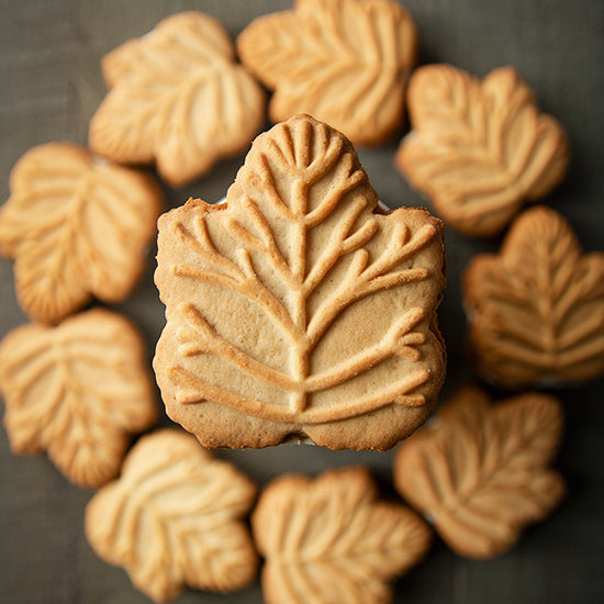 Jakeman's Maple Cream Cookies placed in a circle pattern.