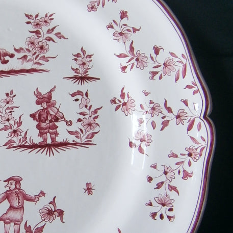 Rond Festons serving plate with Moustiers riche Raspberry hand painted decoration