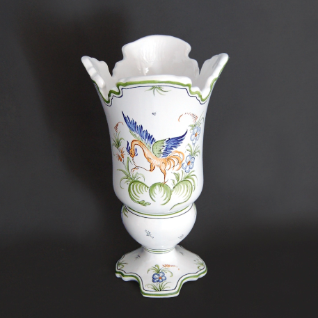 Earthenware Medicis Dentele sur pied vase with Moustier hand painted decoration