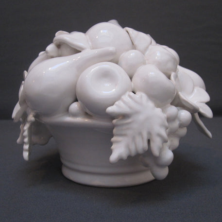 White Malicorne ronde pleine sans griffes basket with fruit sculpture