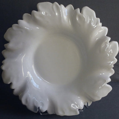 Acanthe round serving dish in white