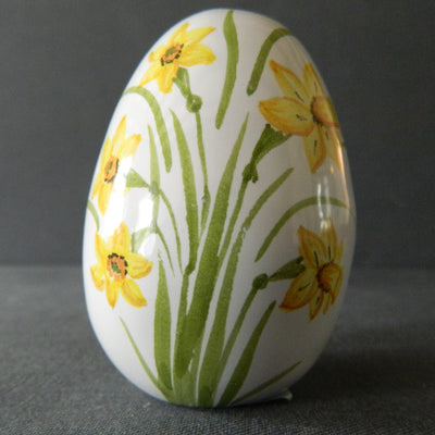 Egg with Daffodil polychrome hand painted decoration