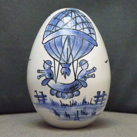 Egg with Mongolfière monochrome blue hand painted decoration