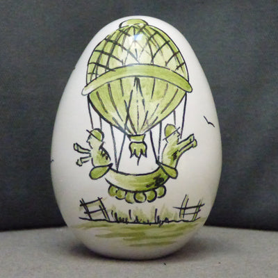 Egg with Mongolfière monochrome green hand painted decoration