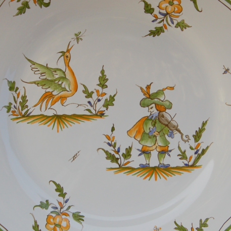 Feston plate with hand painted decoration Moustiers 17